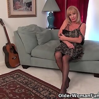 yankee gilf Phoenix Skye needs to fondle her old cooter