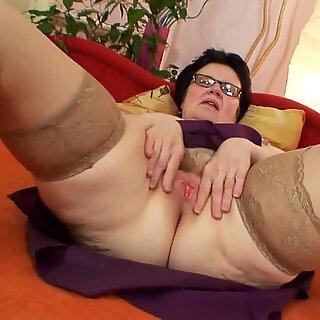 Very Sweet Grannies 02 (Masturbation)