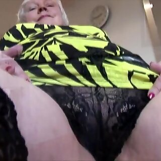 Curvy mature granny with big round butt and hairy pussy