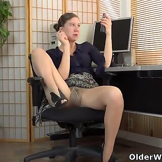 American milf Valentine can't control her hairy pussy
