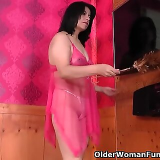 Latina housewife Anabella gets rewarded for superb cleaning