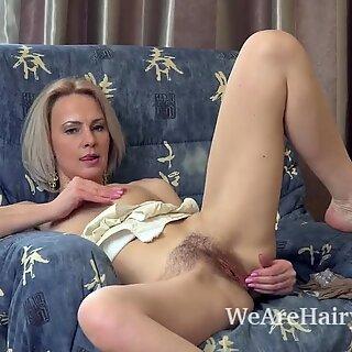 Amanda Blanshe wanks in her blue armchair