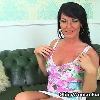 English milf Leah rather rubs her fanny than do cleaning