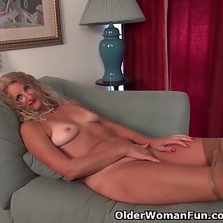 yankee cougar Lauren Demille gives her suntanned body a treat