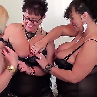 OldNannY Two British Matures Toying