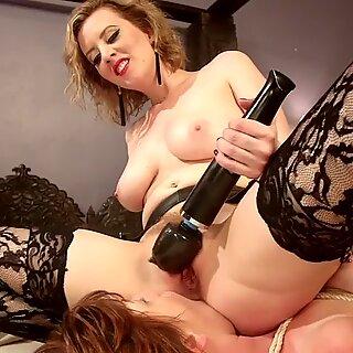 Kinky lesbian makes strait babe rimming