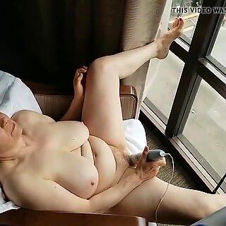 Mature masturbating window exhibitionist