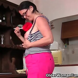 plump mature housewife with hairy muff strokes