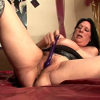Squirting housewife mother goes nuts