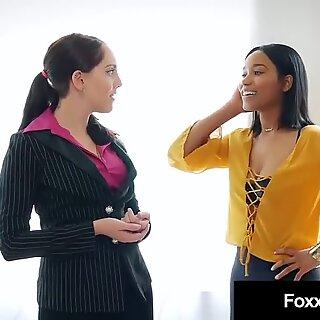 Hot Ebony Jenna Foxx Muff Dives With Realtor Nickey Huntsman