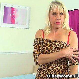 british gilf lady Sextasy resumes her masturbatory routine