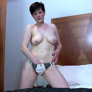 Amateur mature mommy needs a good fuck