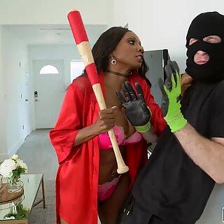Ebony milf uses her tight holes vs thief