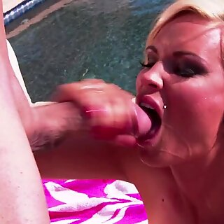 Diamond Foxxx is so dehydrated and needs a mouth full of cock.